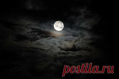 Луна 24.06.2013 в 4:07 фото Елизаветы Соловьёвой из окна квартиры.