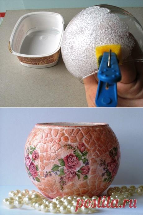 Роскошный подарок на 8 Марта, декупаж стеклянной вазы с мозаикой из яичной скорлупы   Рукоделие в стиле шебби шик
