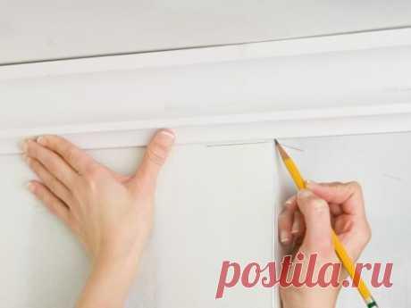Как вырезать угол на потолочном плинтусе | 2 прораба | Яндекс Дзен