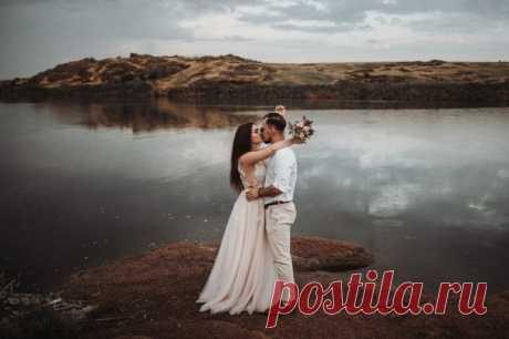 «Просто быть собой» — вот девиз наших героев Дмитрия и Евгении. Такие они искренние и счастливые на свадебных фото! ❤