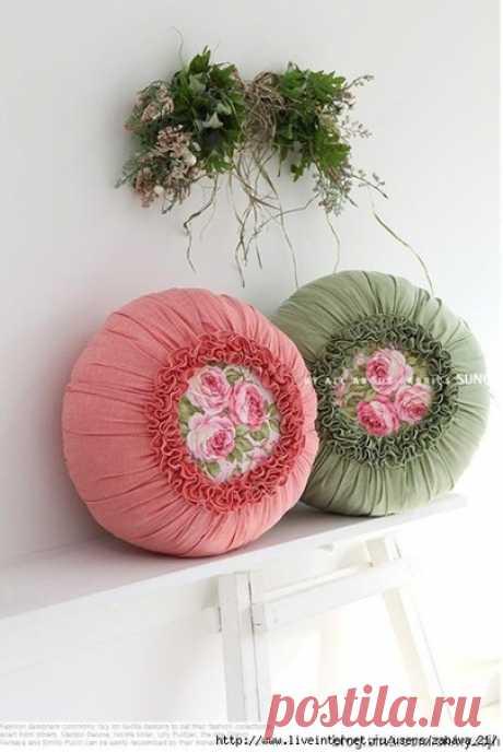 Красивая подушка