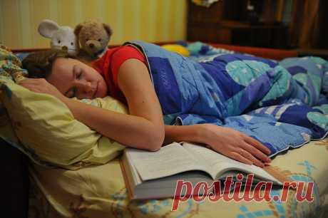 Почему опасно поздно ложиться спать, рассказала врач