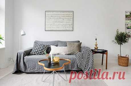 Скандинавский интерьер: продуманный дизайн небольшой квартиры  Это совсем небольшая, но очень функциональная квартира с уютной гостиной, большой кроватью, полноценной кухней и летней террасой.