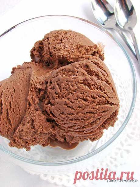 Еще раз о мороженом Все лето я готовлю домашнее мороженое, и, несмотря на то, что сейчас у нас похолодало (верните лето!!), в морозилке есть контейнер с мороженым. Готовила я как уже полюбившиеся мне в прошлом году сорта - например, превосходное крем-брюле , к слову, я готовила и крем-брюле по рецепту, опубликованному…