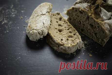 10 способов использовать старый хлеб в кулинарии Человек с детства знает о ценности хлеба и бережном к нему отношении. Часто после трапезы хлеб остается, постепенно сохнет и становится непригодным для еды.