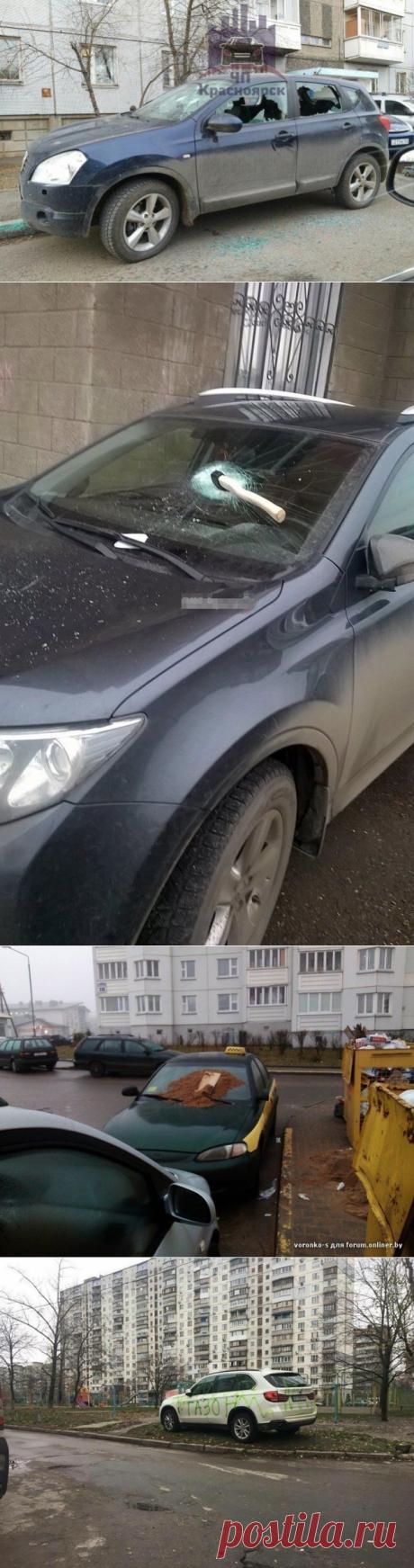 В Красноярске припаркованному на тротуаре автомобилю «прострелили» окна