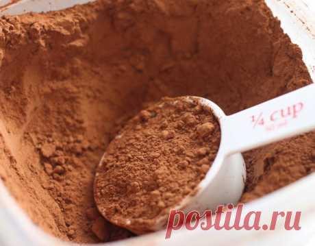 Какао - Шоколад заменяем какао  Чтобы заменить 100 гр шоколада какао-порошком жирностью 10%, берём 55 гр какао (50 гр сухого какао + 5 гр какао-масла) и добавляем 45 гр жира (например, тоже какао-масло, или сливочное масло, или маргарин) Чтобы заменить 100 гр шоколада какао-порошком жирностью 22%, берём 61 гр какао (50 гр сухого какао + 11 гр какао-масла) и добавляем 39 гр жира (какао-масла, сливочного масла или марогарина)
