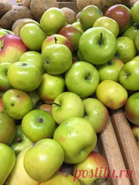 """У меня ни одно яблоко не пропадет, делаю из них вкуснейшую """"Стружку"""" на зиму По-Словацки - ЛАЙФСТАЙЛ-БЛОГ Каждый год многие из нас слышат от своих знакомых или родственников вопрос: «Тебе яблок надо?» Это как и с кабачками, клубнику почему-то не предложат или помидор, а этого «добра» не жалко берите, мол. Хотя видела объявления и не раз, люди жадные пытаются их продать, вот этого я никогда не понимала. Уж чего чего, ну, яблоки […]"""