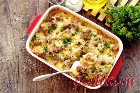 Картошка по-французски с фаршем в духовке - рецепт с фото пошагово Всем известно такое популярное блюдо, как мясо по-французски. По аналогии можно приготовить вариацию с картофелем. Блюдо получится сочнее и нежнее, если в качестве...