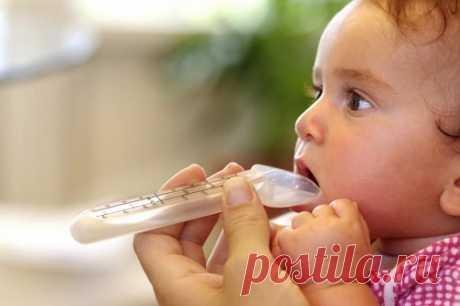 Как дать лекарство ребенку, если он выплевывает и сопротивляется
