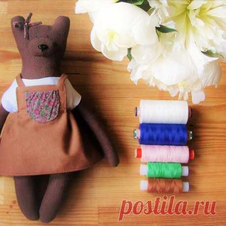 Ура!!! 🎉Умения получилась моя первая, маленькая медвежучка!🐻😊 я сотворила её специально для того, чтобы у Потапычей была полноценная семья с мамой👩, папой👨 и детёй👶)) пишете в комментариях📝 как вам такой формат медведей! Стоит ли делать совсем маленьких медвежат, таких как енотики???🐰 Ах да, я же ещё не упела вам им похвастаться☺️ Тогда следите за новостями📮 Скоро вы его увидите📺))) #myforestfriendss #mytealand #vermeers_girl #handmade #baby #whitebear #белыймедв...