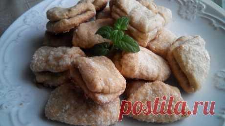 Творожное печенье  творог 100 гр. мука 250 гр. сахар 100 гр. сливочное масло 100 гр. банан 1 шт.
