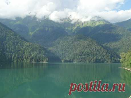 Если рай есть на Земле, то это -озеро Рицца в Абхазии.