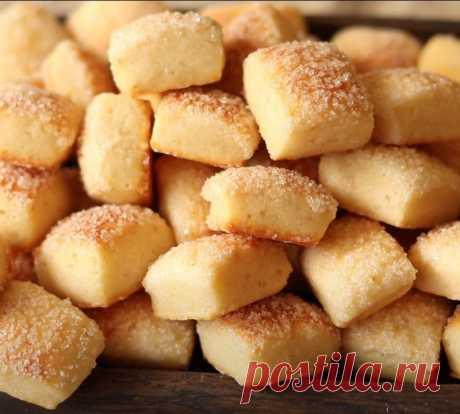 Печенье на кефире готовится очень быстро и просто.