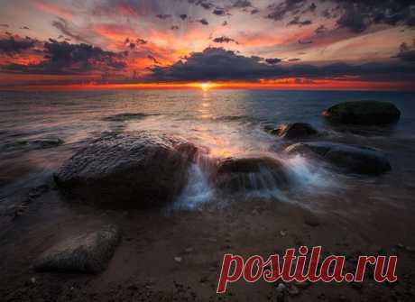Побережье Финского залива в городе Усть-Нарва, Эстония. Автор фото: Aleksandr Kljuchenkow. Добрых снов.