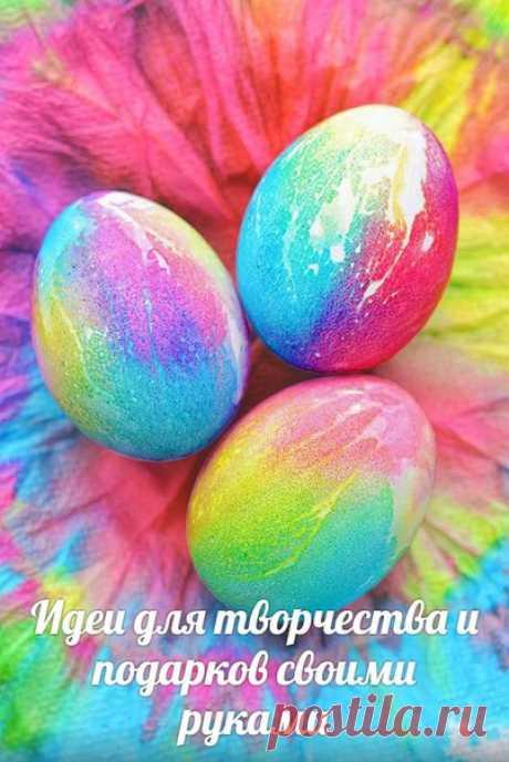 Окрашивания яиц пищевыми красителями и бумажными полотенцами    Автор рекомендует сушить яйца под вентилятором (около 3 часов) или оставить их сушиться в бумажном окрашенном полотенце всю ночь.