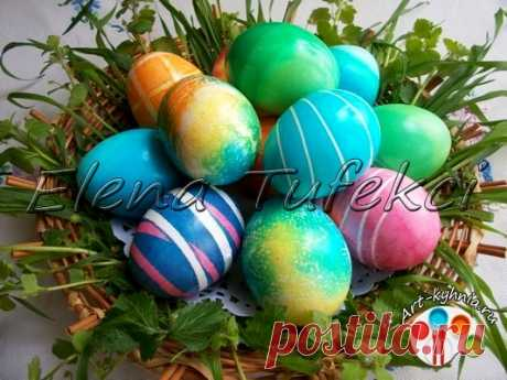 Los modos de la coloración de los huevos a la Pascua