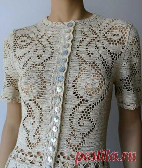 Платье филейным узором Необыкновенной красоты платье, связанное крючком в технике филейного кружева. Растительные мотивы преобладают в схемах вязания к этому платью. Схема вязания