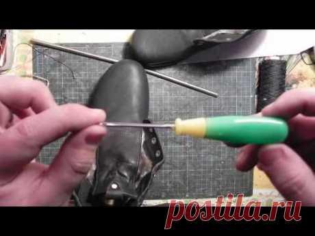Технология прошивки кожи крючком с ушком. The technology of sewing shoes with a hook
