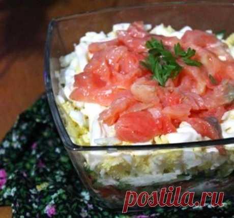 Салат «Праздник» с огурцом, картофелем и сёмгой / Простые рецепты