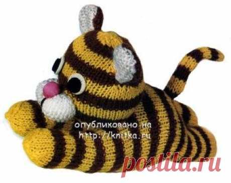 Вязание спицами игрушки тигра. Описание и фотография игрушки,  Вязаные игрушки Длина игрушки около 18 см. Для вязания игрушки вам потребуются материалы: пряжа желтого и коричневого цветов - по 20-30 г; пряжа белого цвета для ушей и