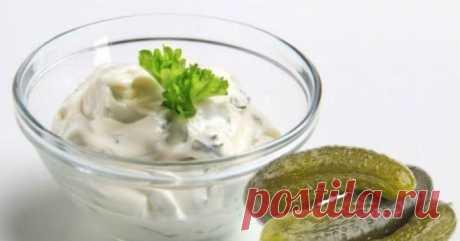 СОУС ТАРТАР К РЫБЕ - кусно и просто - СоусыСоус тартар классический — основными его ингредиентами являются яичные желтки, огурцы, растительное масло и свежая зелень.
