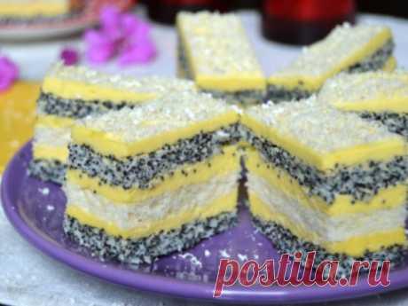 Вкуснейшие пирожные с маком и ванильным кремом.