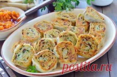 Рулетики из лаваша с картофелем, грибами и зеленью  Ингредиенты:  Лаваш тонкий — 2 шт. Картофель (сырой, без кожуры) — 500 г Лук репчатый — 1 шт. Чеснок — 3 зубчика Грибы (отварные) — 100 г Отвар картофельный — 50 мл Зелень (любая) — 1 пучок Масло растительное для жарки лука — 3 ст. л. Масло растительное — для обжаривания рулетов Соль — по вкусу  Приготовление:  1. Картофель отварить в подсоленой воде. Пока варится картофель обжарить мелко порубленный лук в растительном ма...