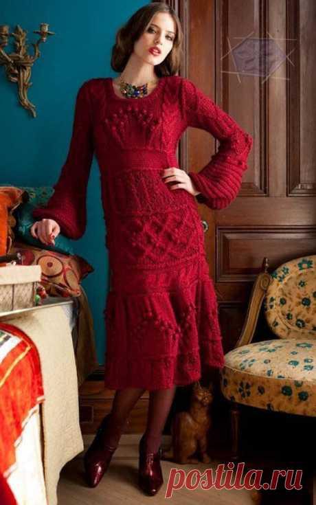 Красное платье спицами с разнообразием узоров  Размер: S (M, L). Размеры платья в готовом виде: бюст — 86.5 (96.5, 106.5) см; длина — 104.5 (106, 107) см; ширина рукава в верхней части — 30.5 (33, 35.5) см. Внимание: Сначала вяжется верх платья.Затем полосы юбки, которые потом сшиваются.  Вам потребуется: 11 (12, 13) мотков пряжи Moon Scrumptious Chunky (55% мерино, 45% шелк; 120 м/100 г) вишневого цвета; спицы 8 мм, круговые спицы 5 мм длиной 60 см, вспомогательная спица...