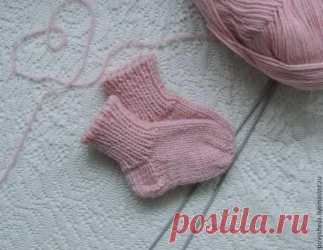 Вяжем носочки с классической прямой пяткой Мастер-класс: «Вязаные носочки с классической прямой пяткой» для начинающих и продолжающих Я вязала носочки для новорожденной девочки с размером стопы 8 см.