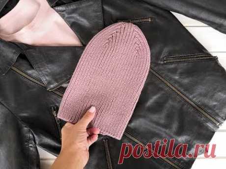 Вязаная шапка спицами резинкой 1х1 с модной острой макушкой