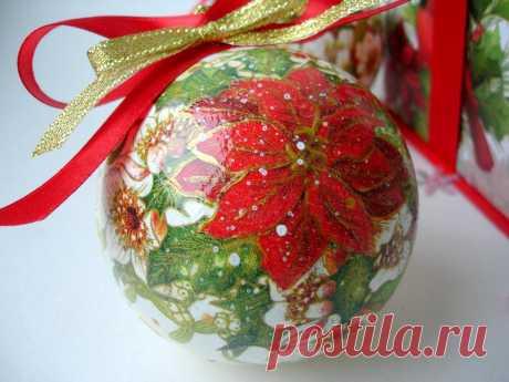 Dekupazh de la bola del árbol de Noel