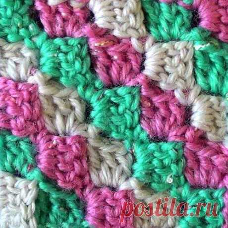 Разноцветные диагональные квадратики (вязание крючком, видео)