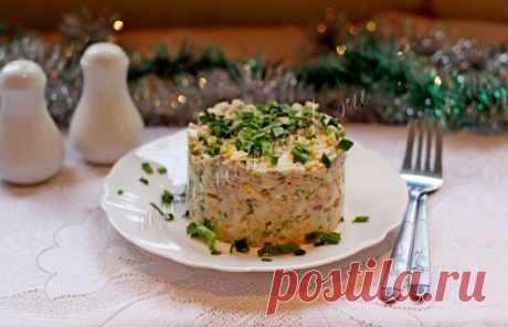 Салат из консервированной печени трески с яйцами