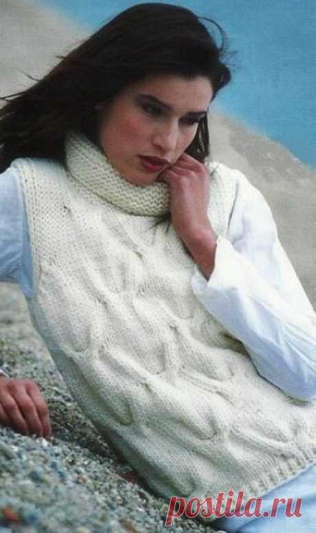 Тёплая безрукавка спицами. / knittingideas.ru