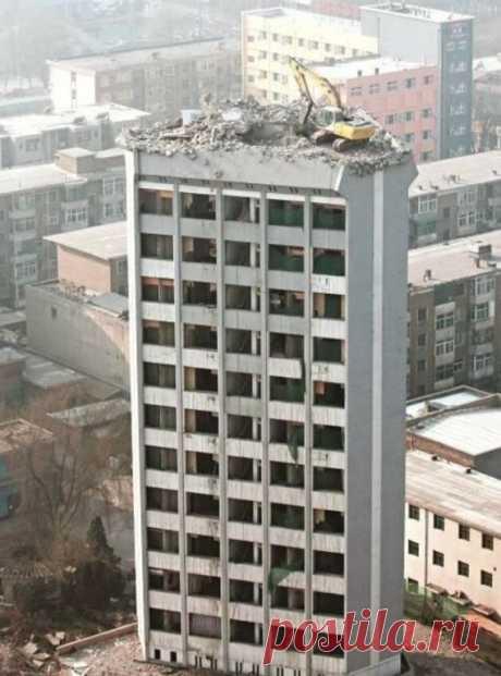 Фотографии, показывающие сверхчеловеческое мастерство экскаваторщиков Частенько попадаются фотки экскаваторов висящих на отвесных скалах, или работающих на крышах домов.Мне стало интересно, действительно ли это бред, или всё
