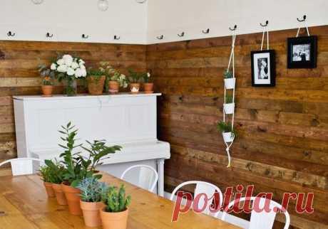 Супер-идея для ремонта: отделка стен деревом Ну почему эта идея не приходила в голову раньше?! Долой обои из наших квартир, надоели даже крашеные стены: деревянные панели — вот идеальная стильная стена! Стоит недорого, а сделать можно своими р...
