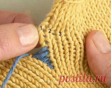 Как сделать незаметный шов при соединении деталей при вязании изделий спицами. #knitting #спицы #соединение_деталей