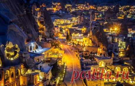 """G±reme, \""""tryufelnyy\"""" la ciudad. El autor de la foto – Aleksey Marahovets: nat-geo.ru\/photo\/user\/294267\/ Esta fotografía participa en la competición «Turquía: siente el gusto de la vida», organizado junto con Turkish Airlines: ¡bit.¡ly\/FeelTheTasteOfLife se Junten y luchen por los superpremios – el viaje en Seyshely, a Georgia o Turquía!"""