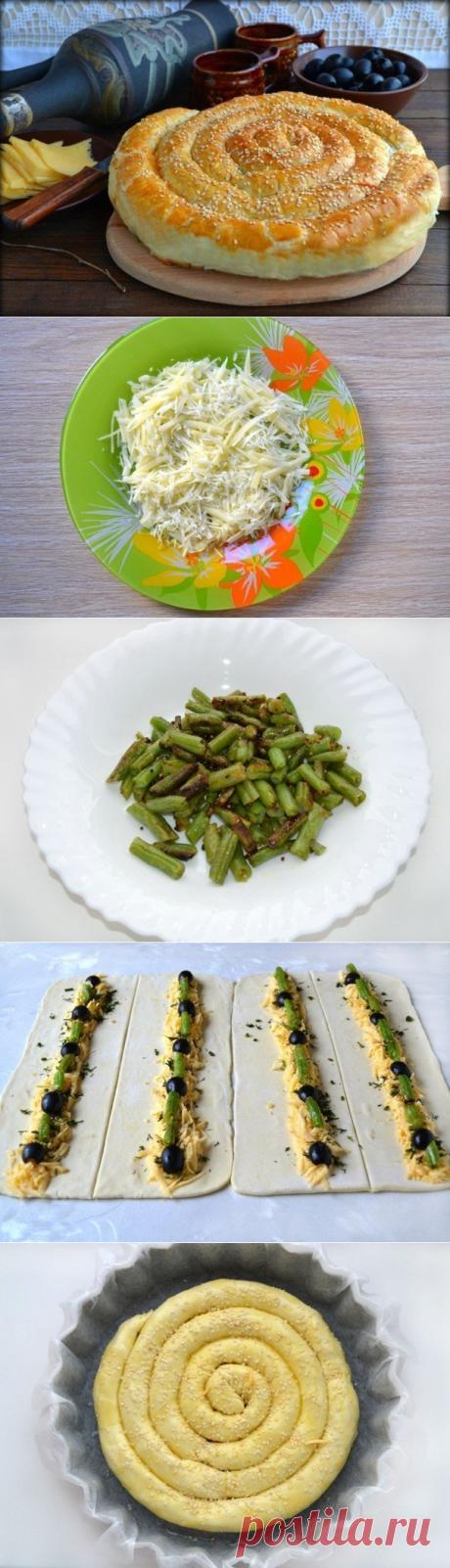 Спиральный пирог из слоеного теста: блюдо, от которого невозможно оторваться!