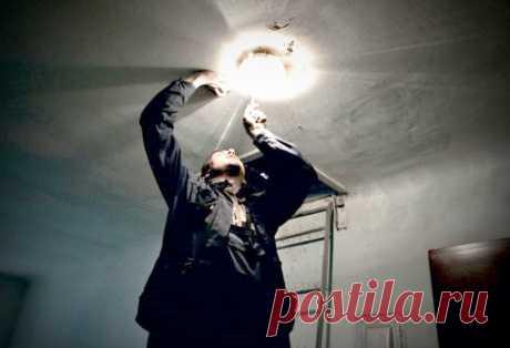 Кто должен вкручивать лампочки в подъезде? В соответствии с нормами жилищного законодательства Российской Федерации, благоприятные и безопасные условия проживания граждан обеспечиваются ...