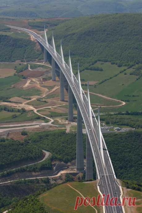 Франция, Мийо: самый высокий мост в мире / Туристический спутник