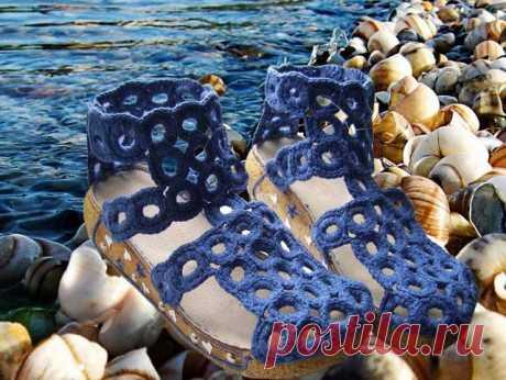 Сандалии «Шепот прибоя» - Эфария Вы хотите иметь удобную, мягкую, не натирающую ноги, обувь? Обувь, которая выглядит так, как хотелось бы именно Вам? Обувь, изготовленную по Вашему вкусу и для Ваших любимых ножек? Тогда давайте сделаем ее сами! Предлагаю Вам мастер-класс по изготовлению вязаных сандалий в морском стиле! В данном описании Вы увидите процесс изготовления сандалий 39 размера. Вам потребуется: