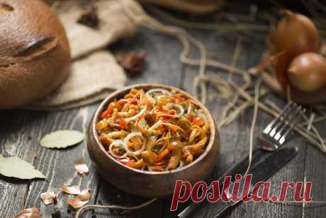 Маринованные опята с луком и морковью по-корейски