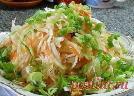 """Instant Ostrenky cabbage.\u000a\u000aThe cabbage turns out very tasty and \""""is instantly swept away\"""" from a table!\u000a\u000aPreparation:\u000a\u000aSo, to chop 2 kg of fresh cabbage, to grate 3-4 carrots on a large grater, to cut 4 cloves of large winter garlic.\u000a\u000aTo fill in with the marinade which a little cooled down: on 1 liter of water - 1\/2 glasses of sugar, 2st.l coarse salt with a hill, 10 features of bell pepper, 5 gvozdichek, - to boil 4 pieces of bay leaf 10 minutes, to add 1\/2 glasses vegetable masl..."""