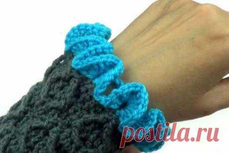 Объемная волнистая кайма Объемная волнистая кайма вяжется по принципу брумстиков.  Кайма красиво смотрится в качестве обвязки рукавов и краев одежды.