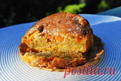 Монка и еда - Миндальный кекс с персиками.