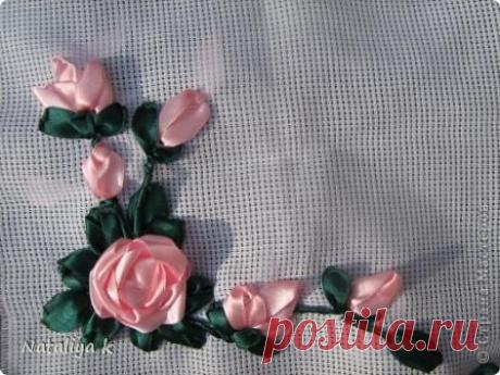 Вышивка розы из лент