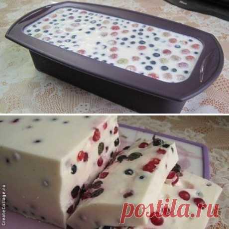 Сметанный десерт с ягодами (сметанный торт-желе) Б*Ж*У*Ккал на 100гр~ 2.71*4.99*4.16*70.8