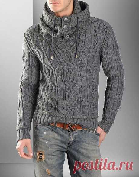 Мужской пуловер со снудом от Dolce&Gabbana спицами..